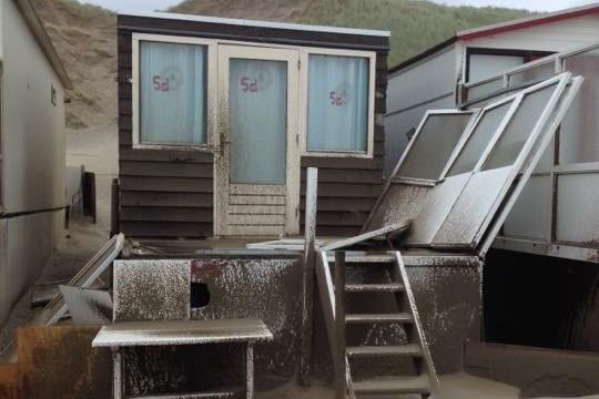 Schade strandhuisje